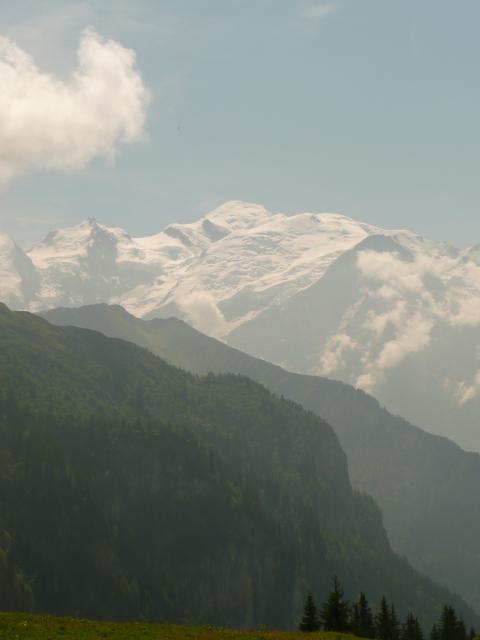 Par contre, d'ici je vois bien le Mont Blanc…