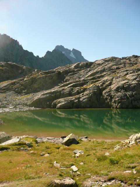 Le magnifique lac Porcierolles, avec le Viso en arrière plan.