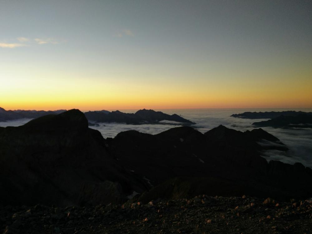 7wrO8uagI.25-coucher-de-soleil-et-mer.jpeg