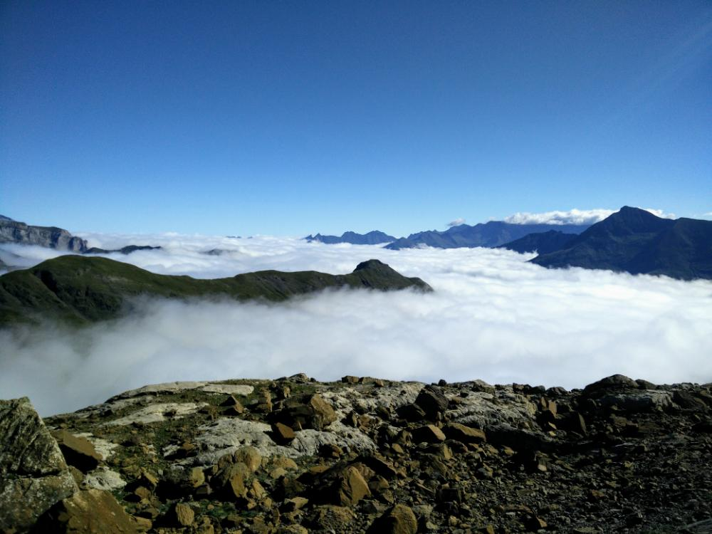 7wrO732fc.4-mer-de-nuage-sur-gavarnie.jpeg