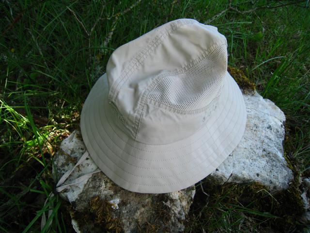 3058_chapeau_intersport_2_-r.jpg