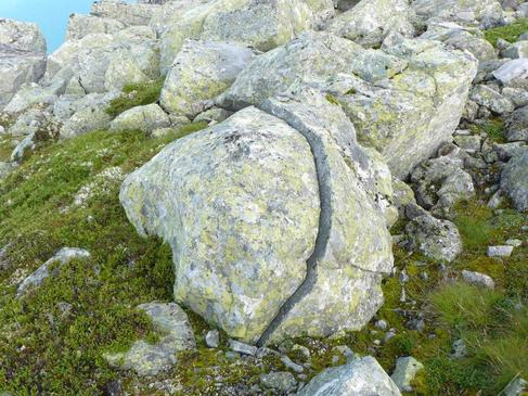 pierre fendue