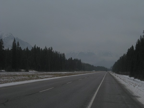 6868_road_to_banff.jpg