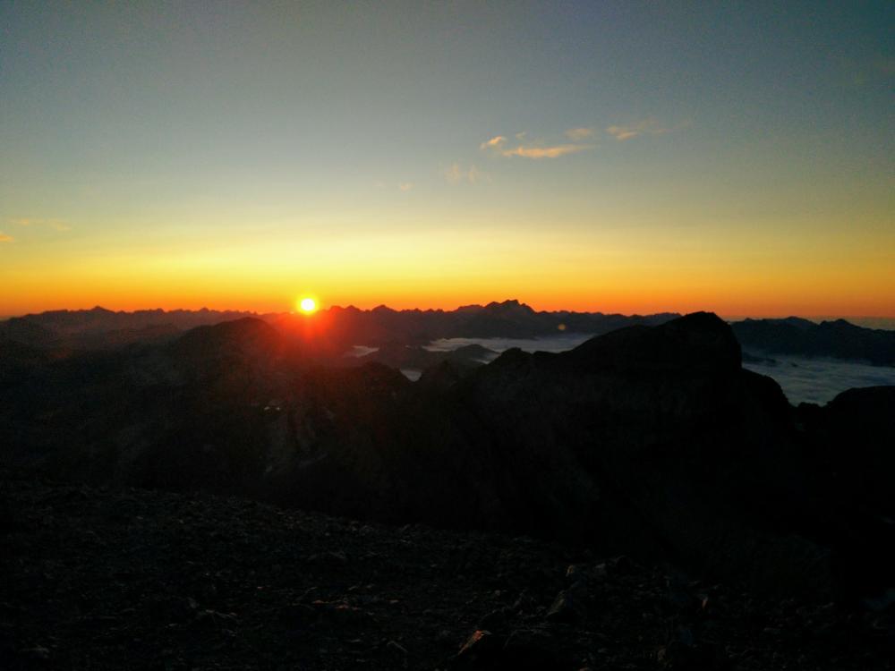 7wrO8rAiG.24-coucher-de-soleil-perdido.jpeg