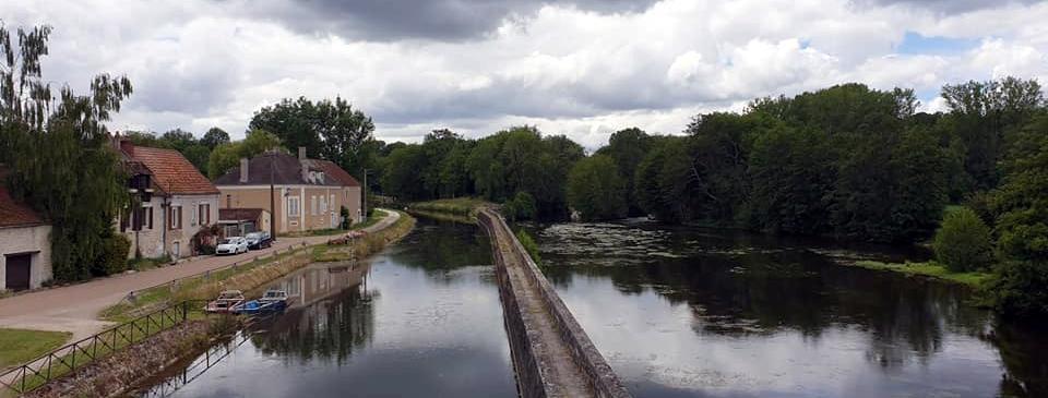 7GiGu1w8q.En-Bourgogne.jpeg